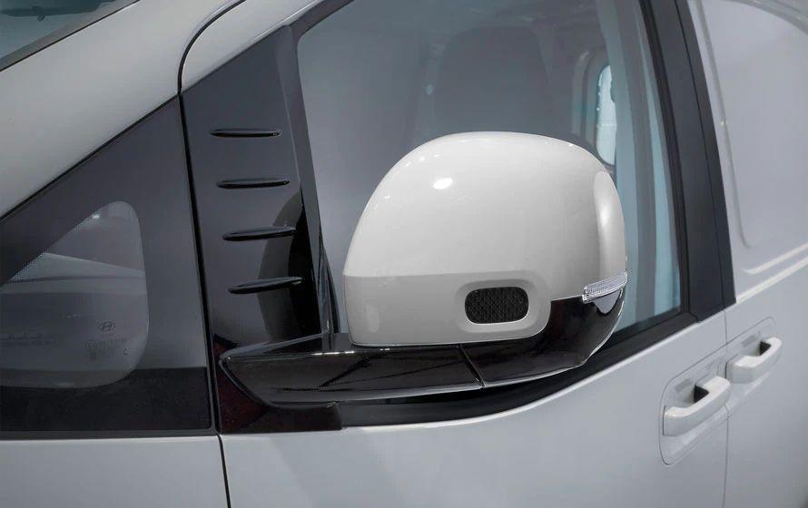 Heated & power folding exterior mirrors.